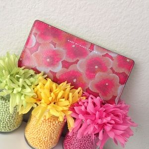 Marc by Marc Jacobs sophisticato Aki floral wallet